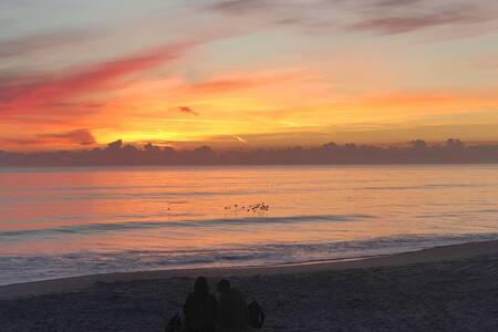 Paradise Beach House -1 min walk to Ocean!