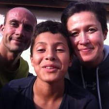 Raquelle, Julien & Quentin是房东。