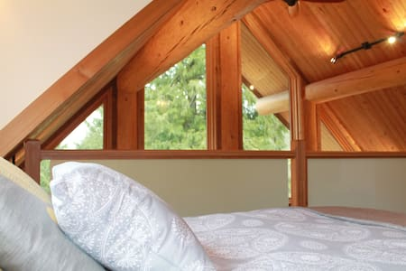 Suite in Log House w/ Loft Bedroom - Hope