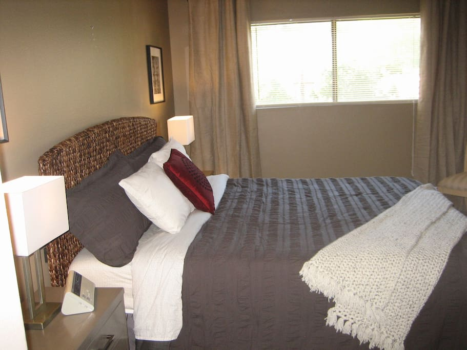 Master BD Suite, King Bed, walk-in closet