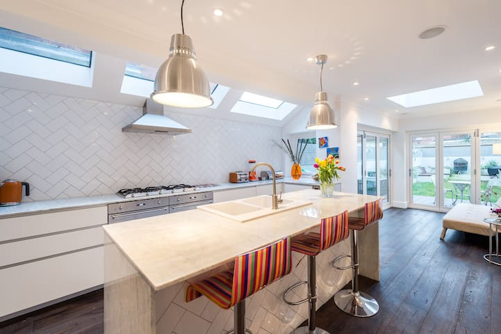 Entire designer house NW London - Brent - Huis