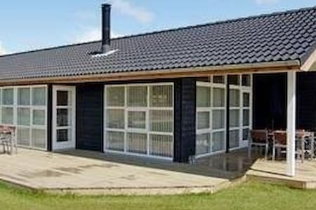 Spacious sommer cottage - Oksbøl - Casa