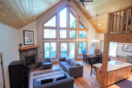 Yosemite Tree Tops - Park Entry Included, Wifi, AC