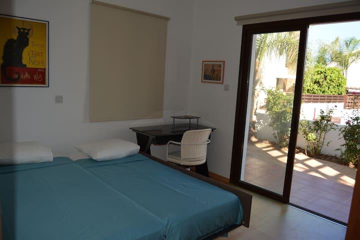 Ground floor bedroom + office