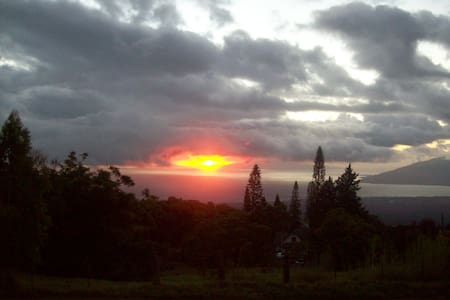 Country Home w/ Breathtaking View!  - Kula - Hus