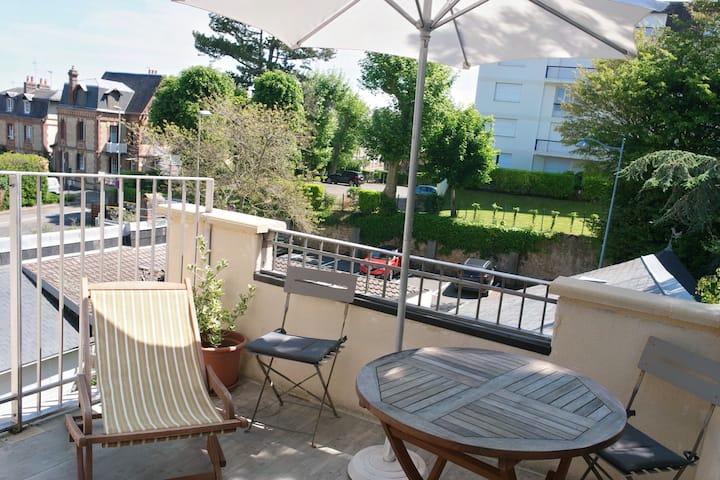 Les Muguets 2ème étage avec terrasse
