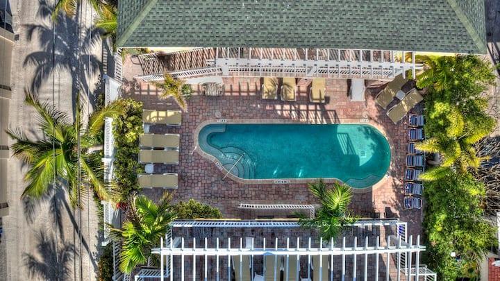 Pass-a-Grille pool view studio, free WiFi, Beach