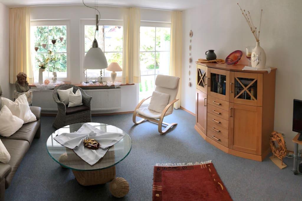 Großzügiges Wohnzimmer / Spacious living room