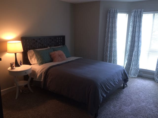 Newly Remodeled Apt. Near Downtown and Notre Dame - South Bend - Apartmen