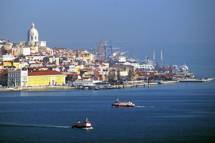Lisboa - 130 km   Lisbon - 130 km