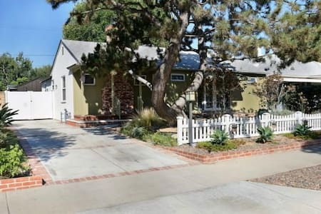 Quiet Burbank Home for Business Travelers - 伯班克
