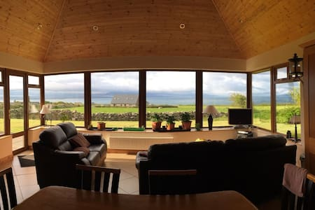 Kerry cottage with scenic sea views, Ballyheigue