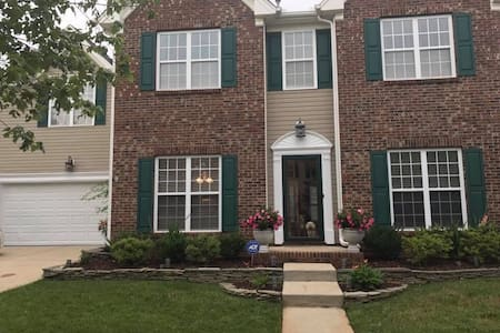 Cozy & Clean! Comforts of home 20 minutes from CLT