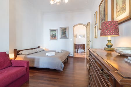 Three-bedroom flat in city center - Turin