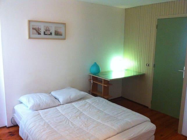 Appartement lumineux et coloré, idéalement situé - Saint-Malo - Byt