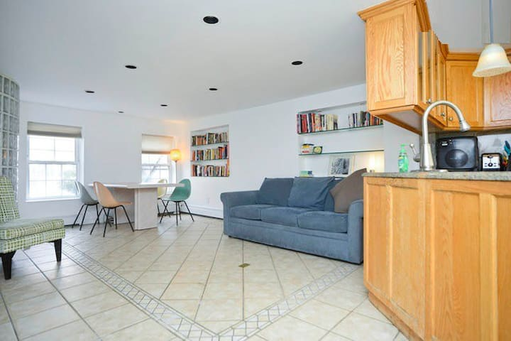 Triplex 3 bedroom Private Apt, Deck, yard & pond!