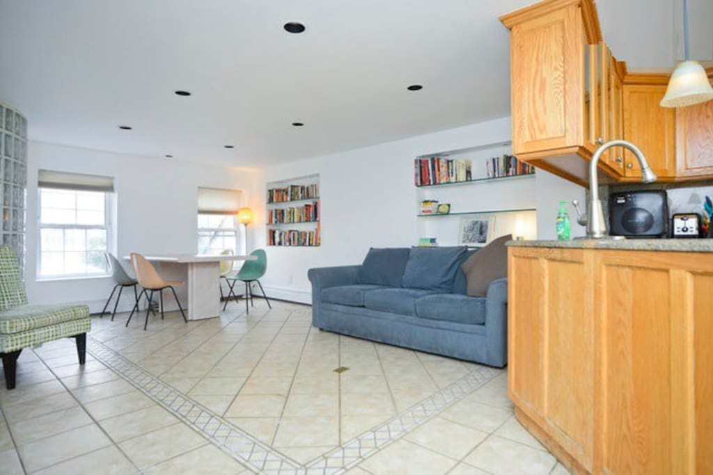 Triplex 3 bedroom private apt deck yard pond apartments for rent in brooklyn new york for 3 bedroom apartments brooklyn