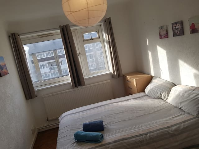 Large double room near Queen Mary college (3)
