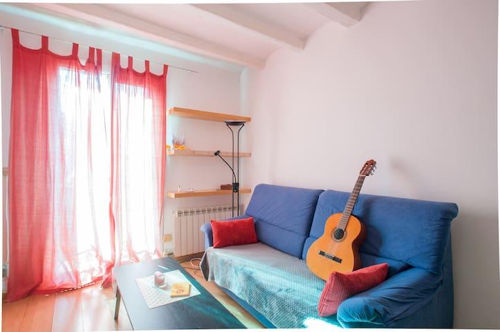 Nice quiet room and a big terrace! - Barcelona - Pis