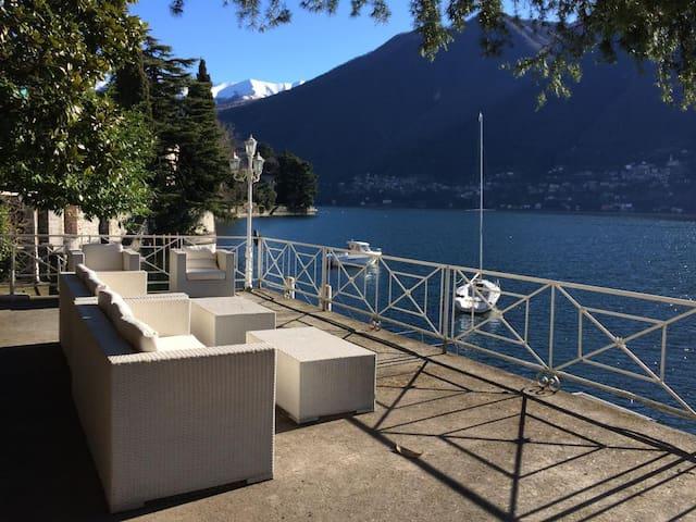 Laglio villa, private dock for boat