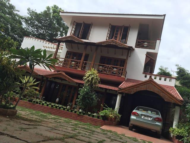 Villa Serena - A luxury home amidst 1 acre garden