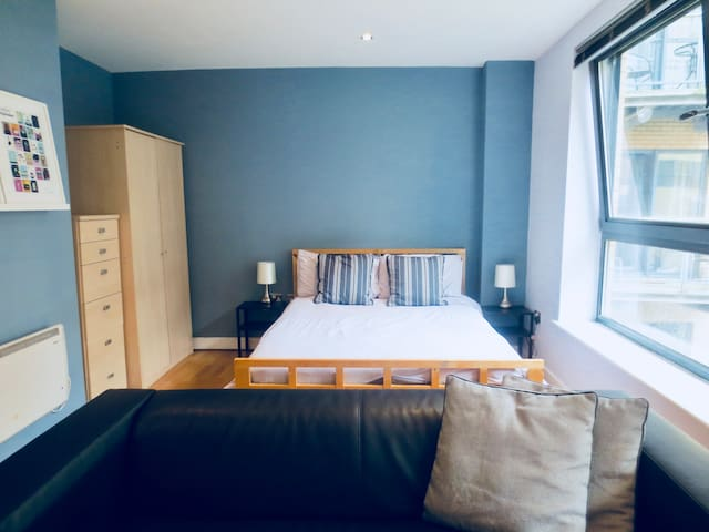 ★City Centre & University Studio, Parking Possible
