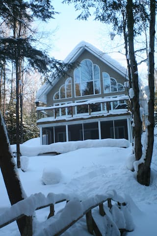 Perfect Riverfront Chalet-Low Price March Weekdays