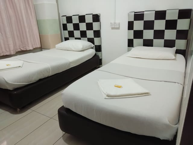 Twin bedroom located @Miri City Centre 2 guests