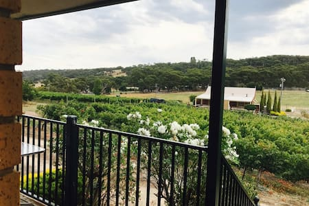 Accommodation in Beautiful Hillside Winery - Anakie - Hotel boutique