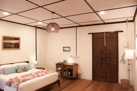 Ikan Kurau Homestay: Sea View Room - House