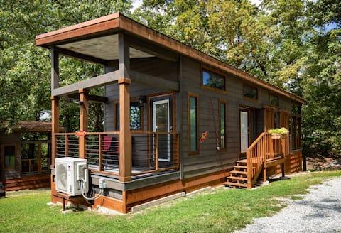 Luxury 1 bed/1 bath Tiny Home near Big Cedar Lodge