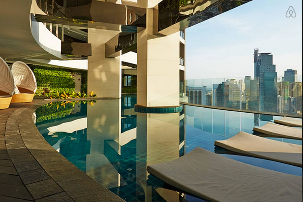 36th floor infinity pool and cafe