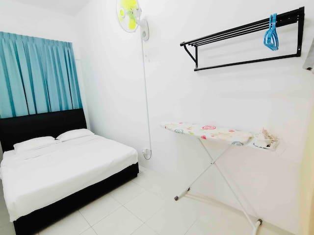 Bedroom 2  (Queen Size Bed)