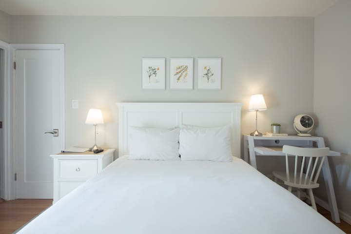 Luxurious suite in tranquil & convenient location