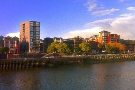 The Icon River View 2 bed Apartment - Glasgow - Apartmen