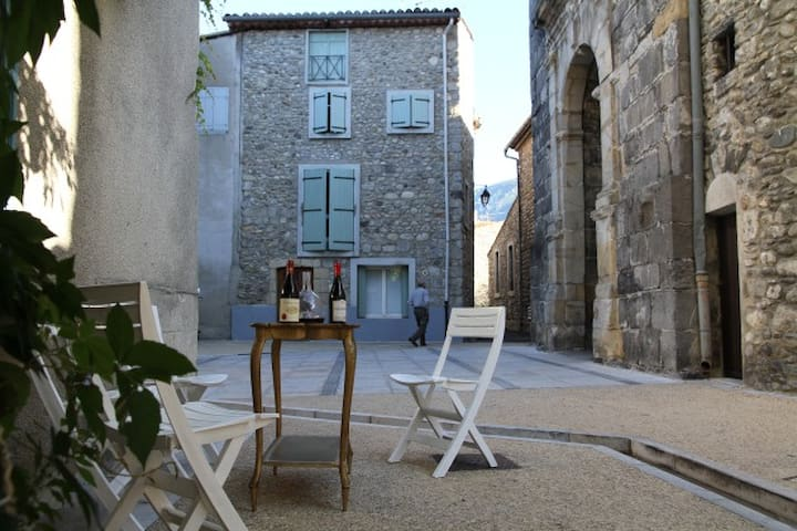 Charming 18th century terrace - Quillan