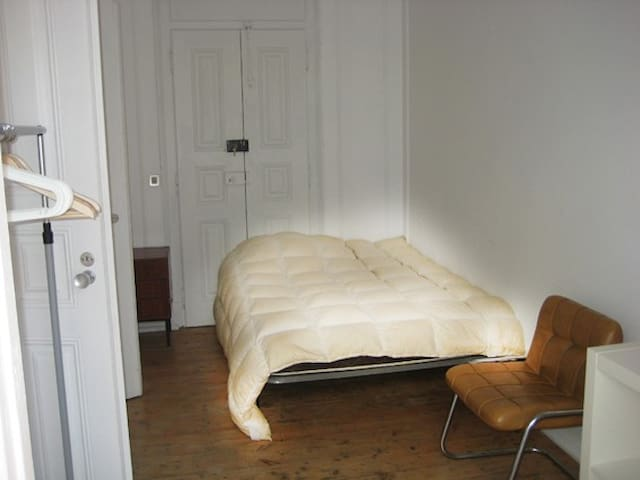 rent room + living room downtown Lx - Lizbon - Daire
