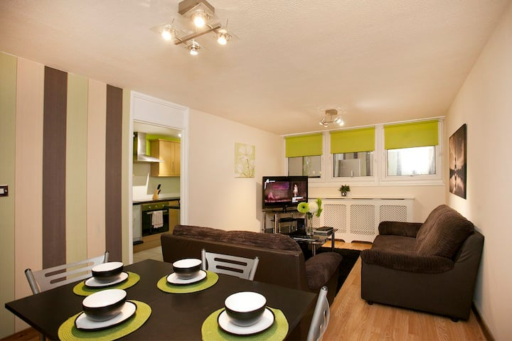 2 Night City Centre VictoriaCentre Apartment-4 Bed