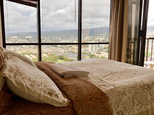 Skyline/Honolulu Views! 10 min from Waikiki