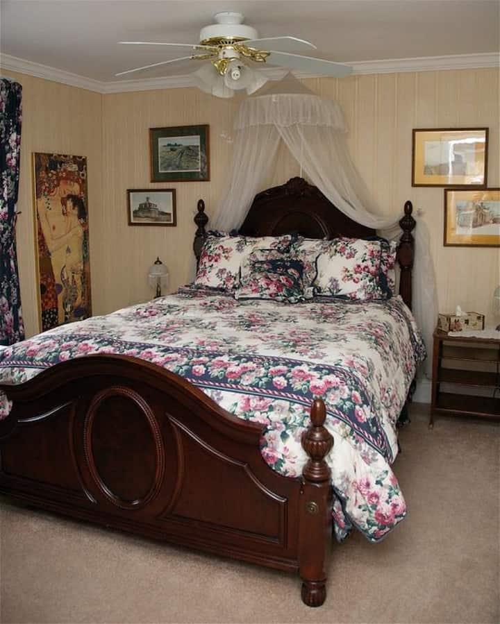 Victorian Room-Queen