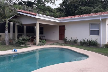 Comfortable Casita -- 5 Minute Walk to Beach.