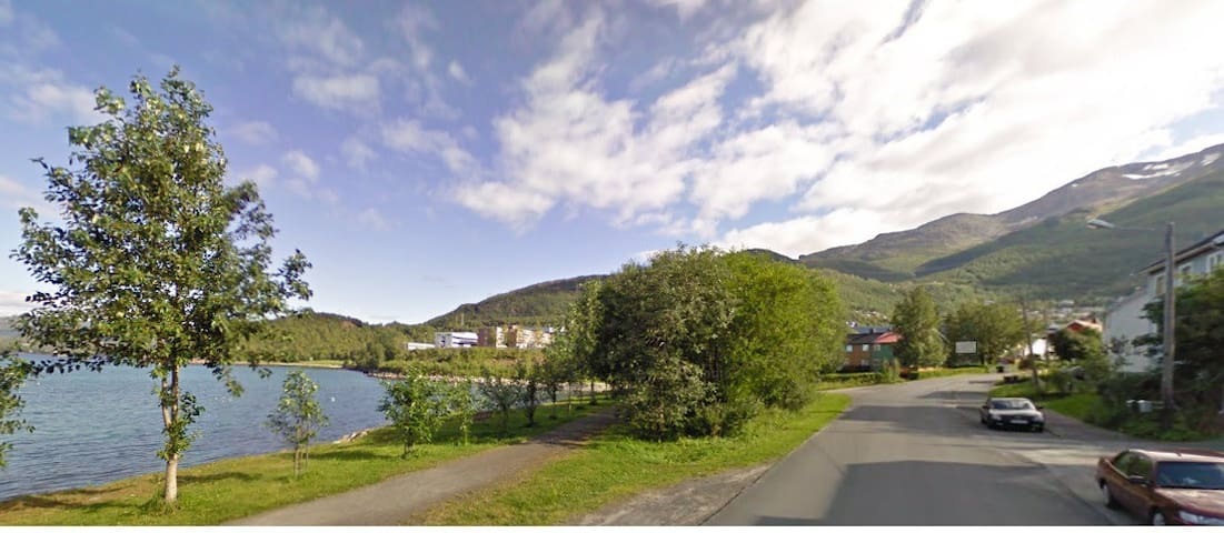 Quiet area on shore. - Narvik - Appartement