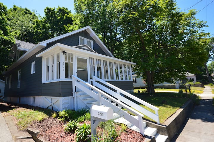 Bluffton Retreat - Walking Distance to Lake Michigan!