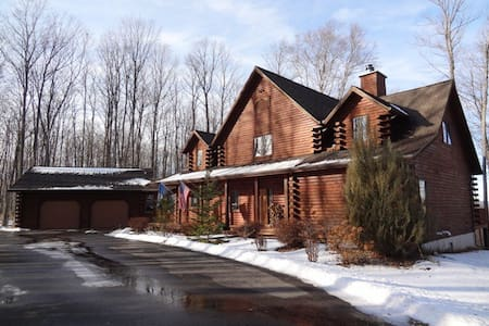 Private, Spacious, Modern Log Cabin - 佩托斯基(Petoskey) - 小屋