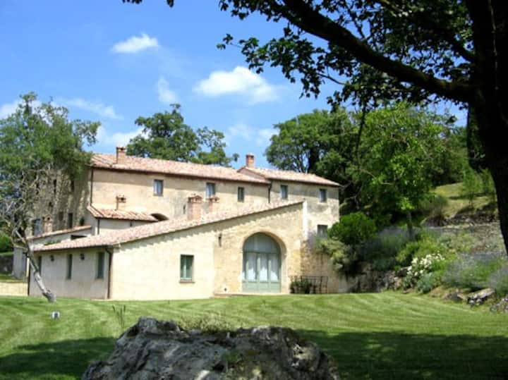 Luxury Pool Villa up to 17 in Val D'Orcia, Siena
