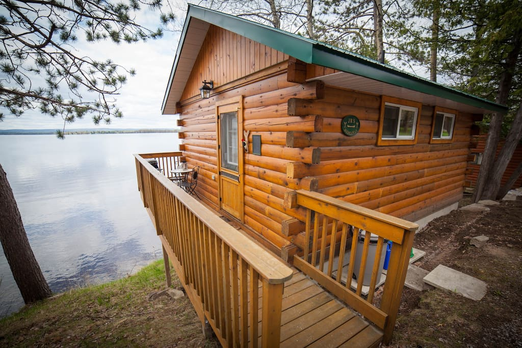 Romantic cottage getaway cabins for rent in golden lake for Getaway cottage