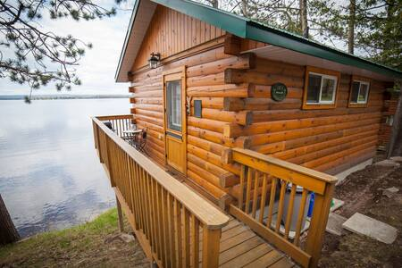 Romantic Cottage Getaway - Golden Lake