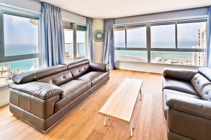 Exclusive Apartment Bat Yam-15 floor 4 rooms