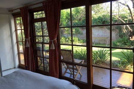 Private Garden Studio with air con - Redfern - Chalet