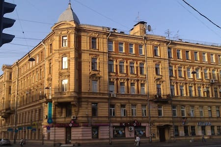 A flat in front of Subway station - Sankt-Peterburg - Apartment